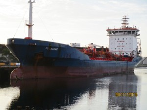 400' M/T Freighter, cargo hold inspection